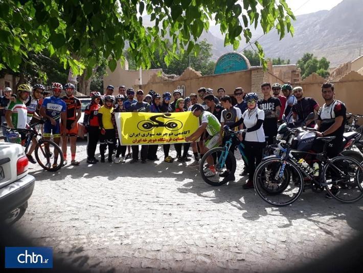 دوچرخه سواران استان مرکزی از اراک تا روستای هدف گردشگری انجدان را رکاب زدند
